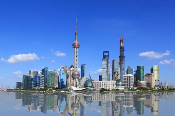 Shanghai, Skyline, http://www.shutterstock.com/de/pic-150854627/stock-photo-shanghai-pudong-lujiazui.html