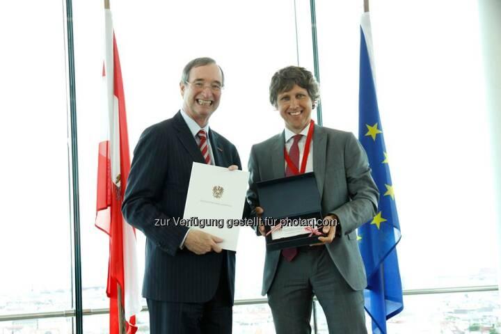 """Lenzing: Unsere Tochterfirma Lenzing Fibers GmbH wurde von der Landeskammer Burgenland bei der Wirtschaftskammer als """"Hidden Champion"""" nominiert. Bernd Zauner konnte kürzlich diese Auszeichnung entgegennehmen.  Source: http://facebook.com/LenzingGroup"""
