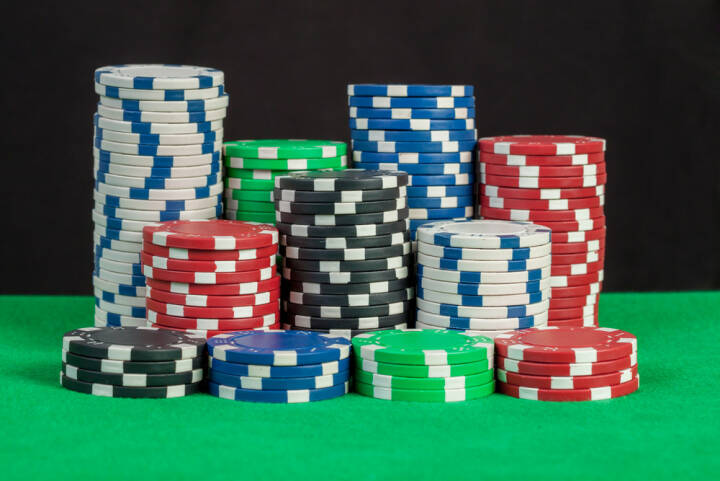 Poker Chips, Casino, gaming, Jetons, Glücksspiel, http://www.shutterstock.com/de/pic-172016489/stock-photo-poker-chips-stack-on-green-table-black-background.html