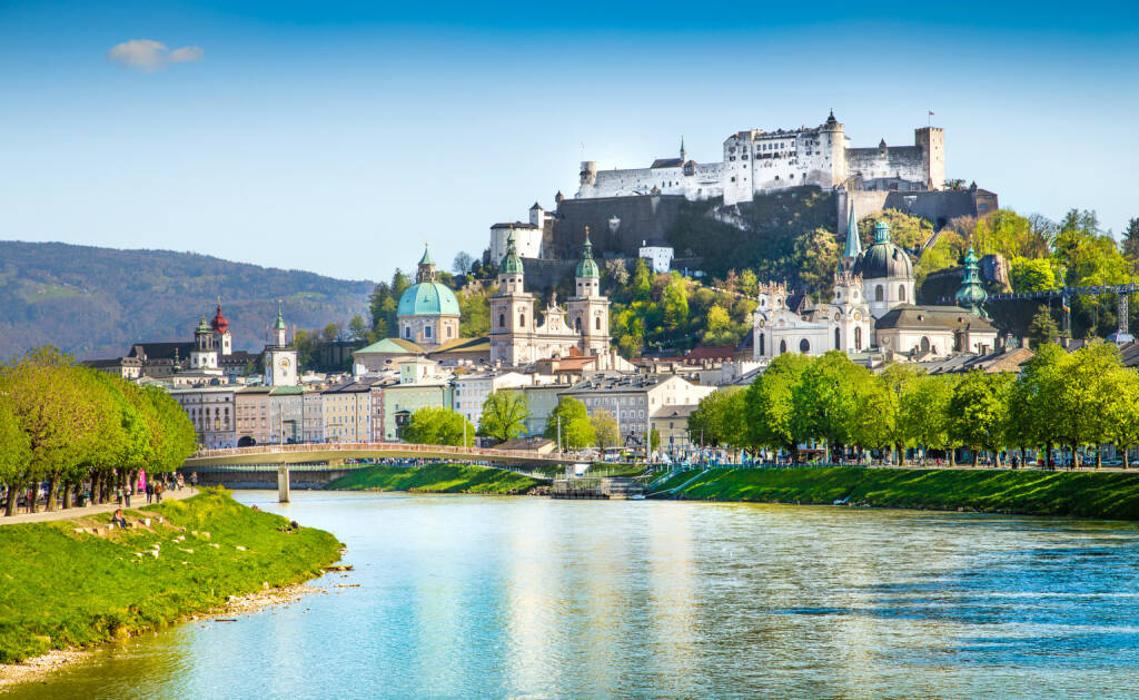 Salzburg Stadt, Festung Hohensalzburg, Salzach, http://www.shutterstock.com/de/pic-188552936/stock-photo-beautiful-view-of-salzburg-skyline-with-festung-hohensalzburg-and-salzach-river-in-summer-salzburg.html (Bild: www.shutterstock.com) (01.07.2014)