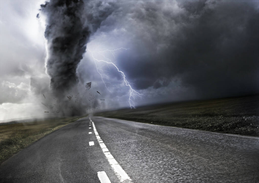Sturm, Tornado, Unwetter, stürmisch, unruhig, http://www.shutterstock.com/de/pic-107588384/stock-photo-powerful-tornado-destroying-property-with-lightning-in-the-background.html , © (www.shutterstock.com) (01.07.2014)