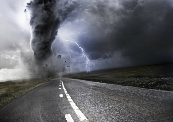Sturm, Tornado, Unwetter, stürmisch, unruhig, http://www.shutterstock.com/de/pic-107588384/stock-photo-powerful-tornado-destroying-property-with-lightning-in-the-background.html
