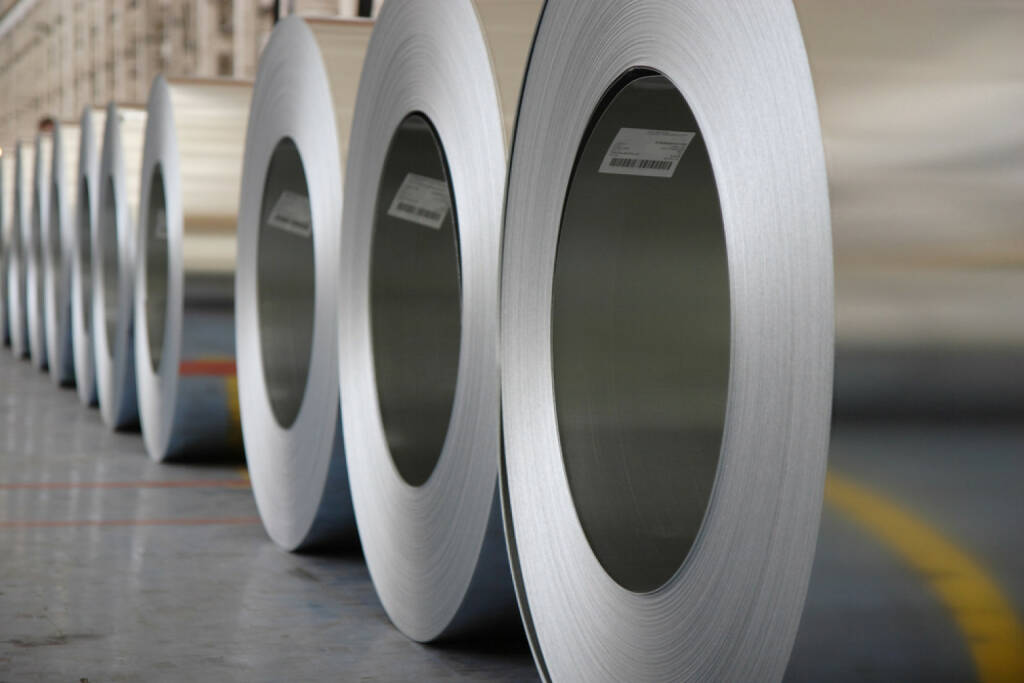 Stahl, http://www.shutterstock.com/de/pic-71674225/stock-photo-the-production-of-zinc-coated-steel-mill.html , © (www.shutterstock.com) (01.07.2014)