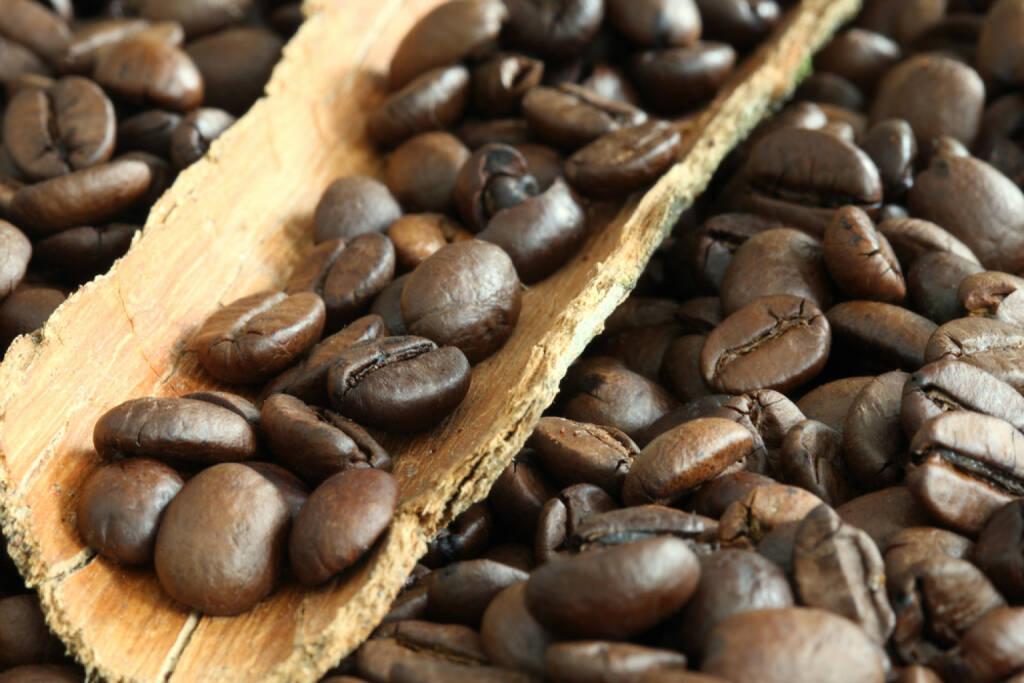 Kaffee, Kaffeebohnen, http://www.shutterstock.com/de/pic-142795033/stock-photo-coffee-beans.html , © (www.shutterstock.com) (01.07.2014)