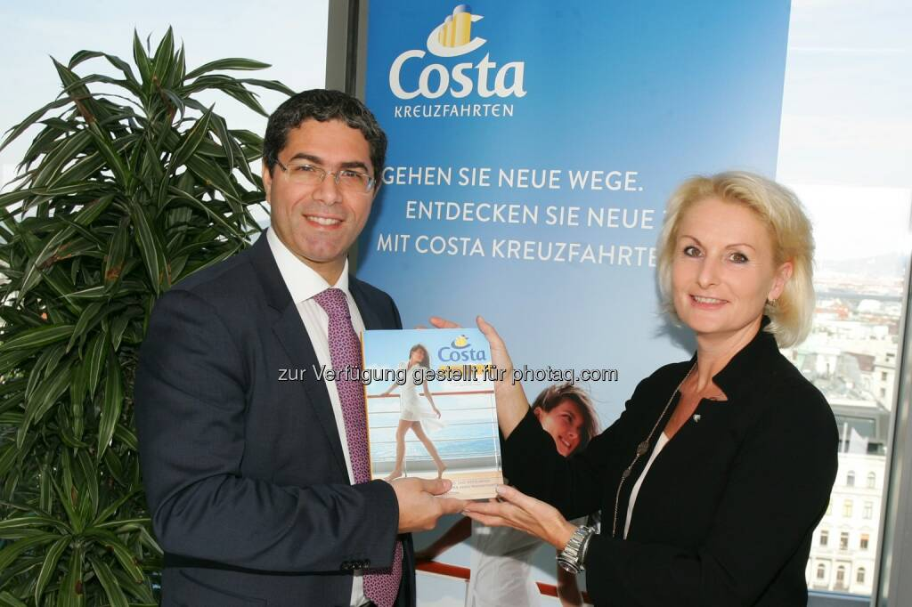 Costa Kreuzfahrten Pressekonferenz: Präsentation Katalog Kreuzfahrten 2015/2016: Dario Rustico (Sales & Marketing Director Central Europe, Africa, Middle East and India, Costa Crociere S.p.A.) und Ulrike Soukop (Geschäftsführerin Costa Kreuzfahrten Österreich), © Aussendung checkfelix (02.07.2014)