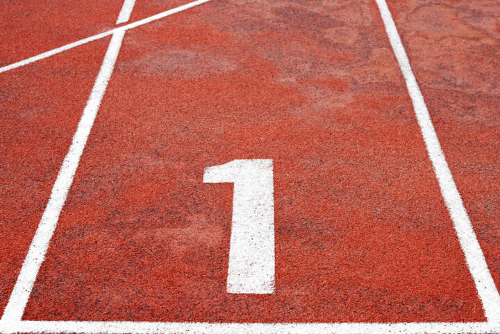 1, Eins, http://www.shutterstock.com/de/pic-150281663/stock-photo-athletics-track-lane-numbers.html