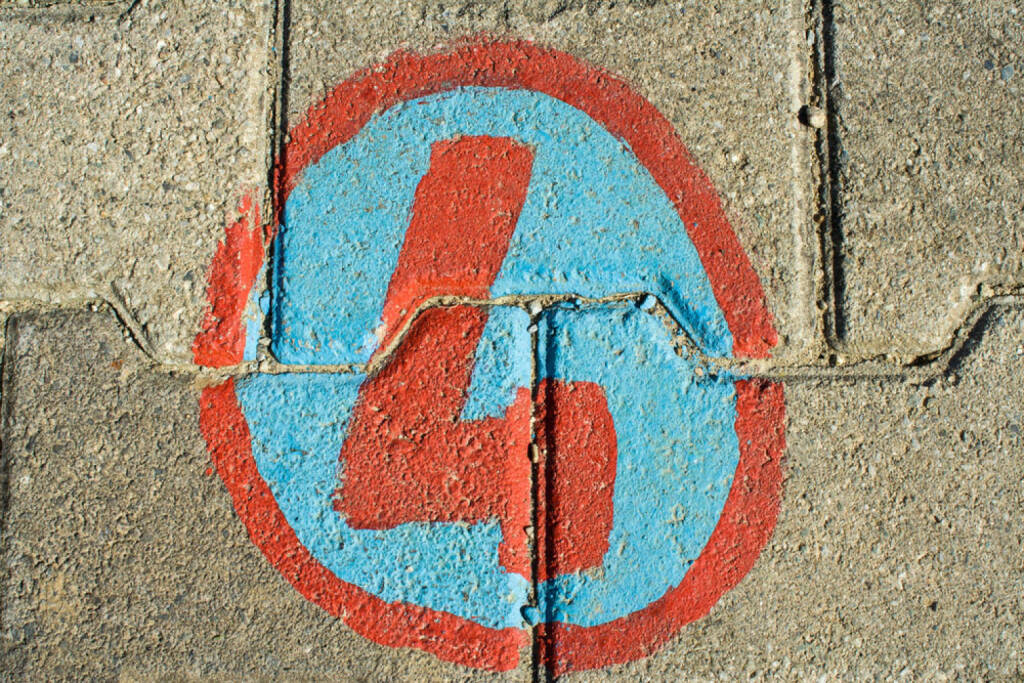 4, Vier, http://www.shutterstock.com/de/pic-140530141/stock-photo-number-four-on-bricks.html , © (www.shutterstock.com) (02.07.2014)