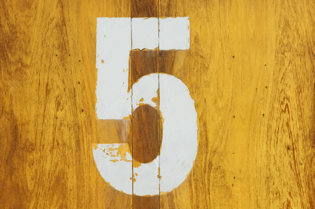 5, Fünf, http://www.shutterstock.com/de/pic-130181972/stock-photo-horizontal-background-yellow-wood-pine-with-a-number-seven.html , © (www.shutterstock.com) (02.07.2014)