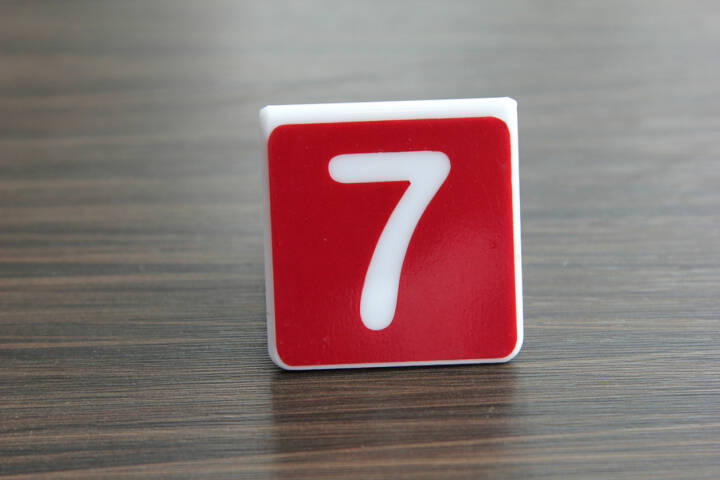 7, Sieben, http://www.shutterstock.com/de/pic-151556915/stock-photo-tag-number-seven-on-a-table.html