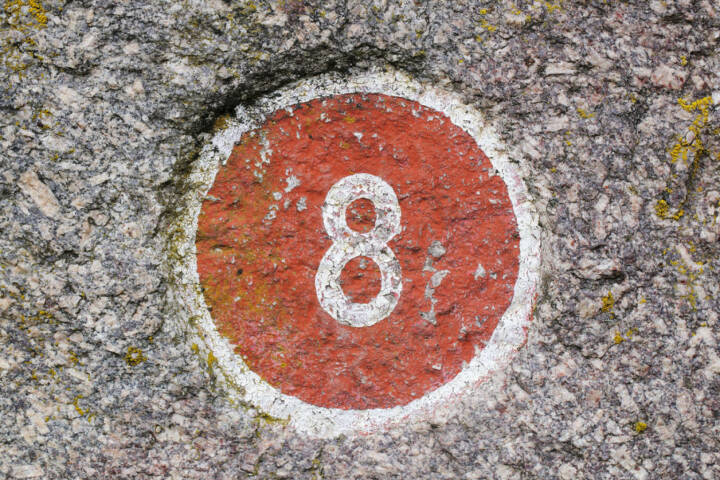 8, Acht, http://www.shutterstock.com/de/pic-61235590/stock-photo-number-painted-inside-a-red-circle.html