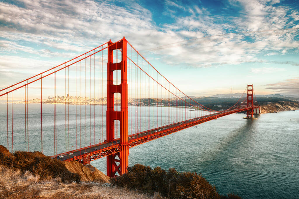 Golden Gate Bridge, San Francisco, Californien, http://www.shutterstock.com/de/pic-136918865/stock-photo-famous-golden-gate-bridge-san-francisco-at-night-usa.html , © (www.shutterstock.com) (02.07.2014)