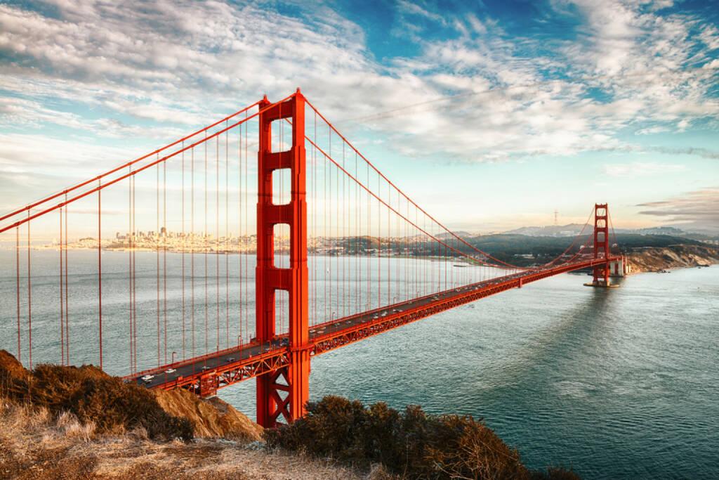 Golden Gate Bridge, San Francisco, Californien, http://www.shutterstock.com/de/pic-136918865/stock-photo-famous-golden-gate-bridge-san-francisco-at-night-usa.html , © (www.shutterstock.com) (02.07.2014)
