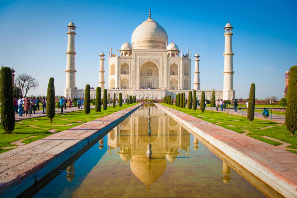 Taj Mahal, Indien, http://www.shutterstock.com/de/pic-120633745/stock-photo-taj-mahal-on-a-bright-and-clear-day.html , © (www.shutterstock.com) (02.07.2014)