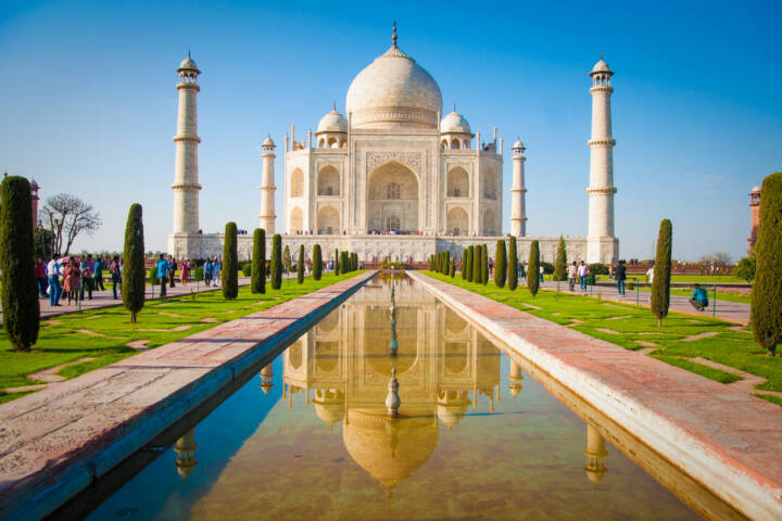 Taj Mahal, Indien, http://www.shutterstock.com/de/pic-120633745/stock-photo-taj-mahal-on-a-bright-and-clear-day.html
