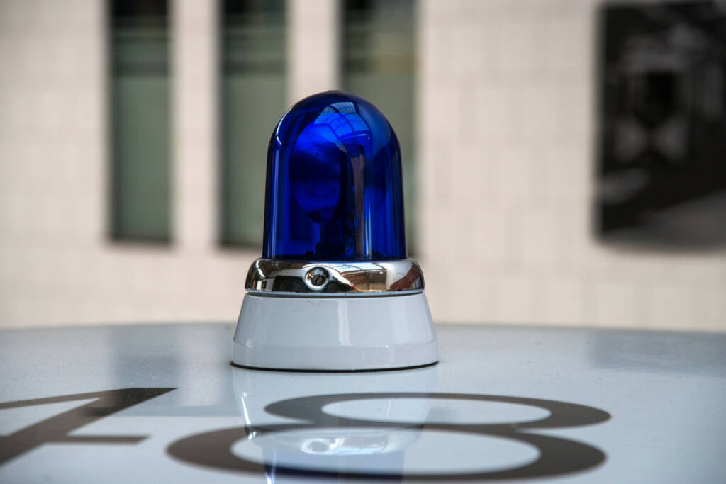 Alert, Blaulicht http://www.shutterstock.com/de/pic-148751969/stock-photo-police-car-with-blue-light.html  (Bild: shutterstock.com) (03.07.2014)