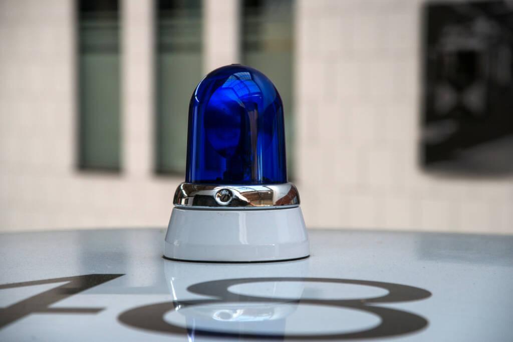 Alert, Blaulicht http://www.shutterstock.com/de/pic-148751969/stock-photo-police-car-with-blue-light.html  (Bild: shutterstock.com) (03.07.2014)