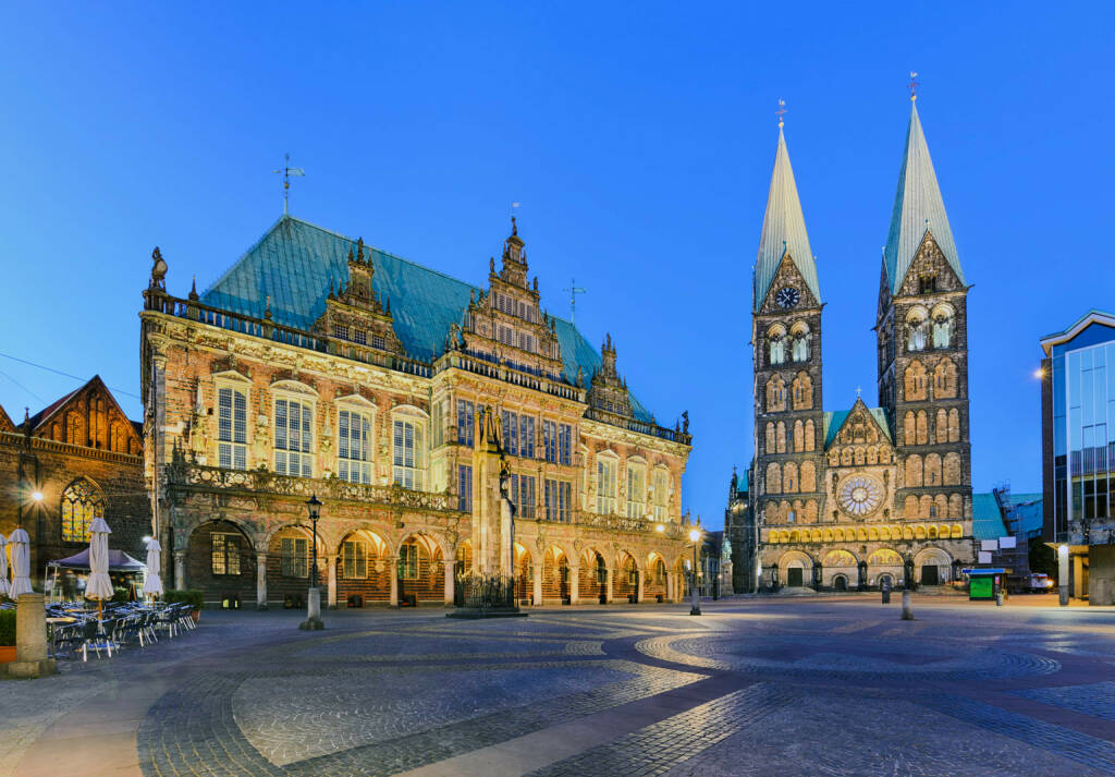 Bremen, Dom, Rathaus, http://www.shutterstock.com/de/pic-162222317/stock-photo-city-hall-and-the-cathedral-of-bremen-germany-at-night.html (Bild: www.shutterstock.com) (03.07.2014)