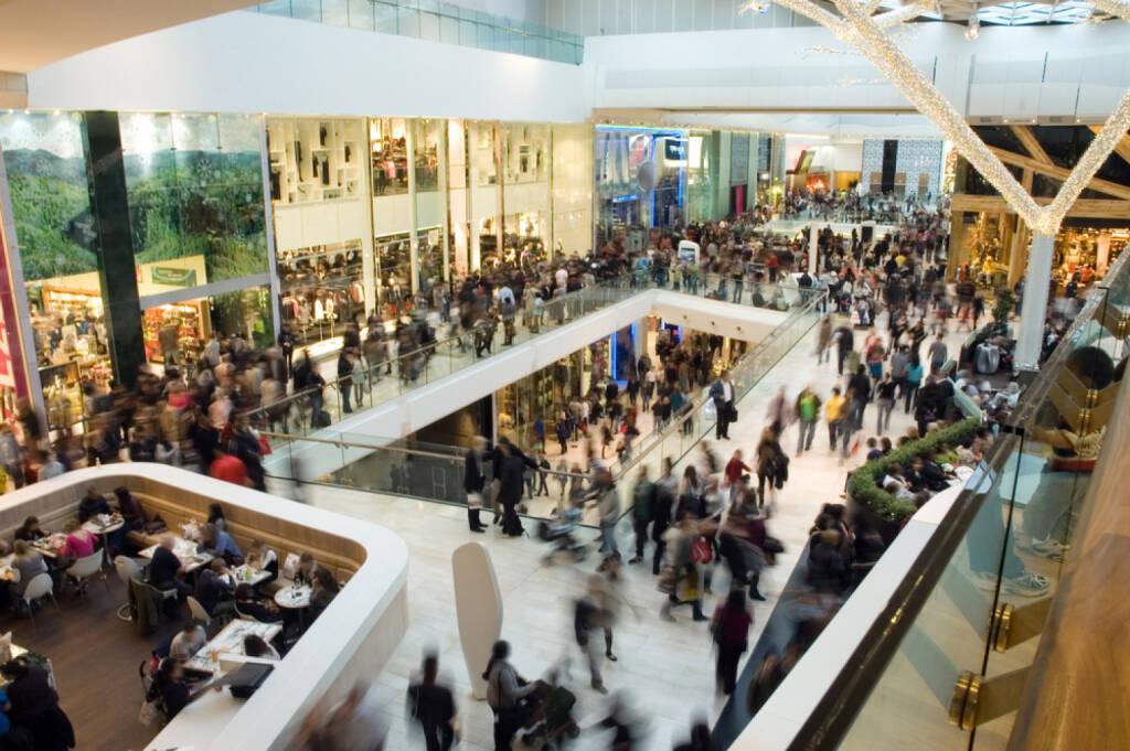 Menschenmassen, Einkaufszentrum, Kaufrausch, Verbraucher, shopping, Konsum, http://www.shutterstock.com/de/pic-21143044/stock-photo-crowd-in-the-mall.html , © www.shutterstock.com (04.07.2014)