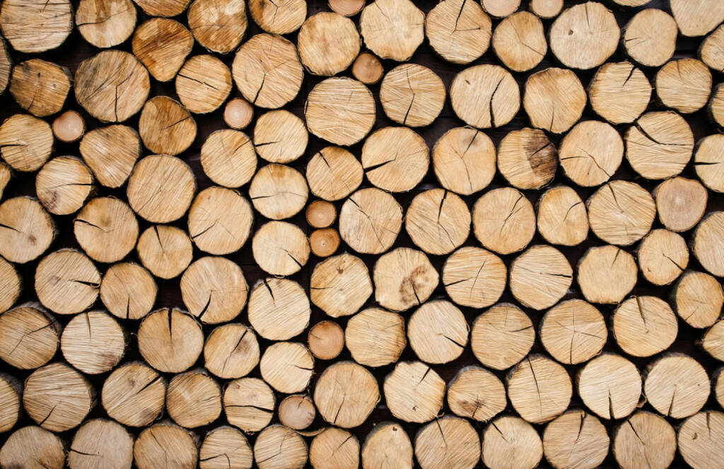 Holz, Rohstoff, http://www.shutterstock.com/de/pic-125168240/stock-photo-pile-of-wood-logs-ready-for-winter.html , © (www.shutterstock.com) (04.07.2014)