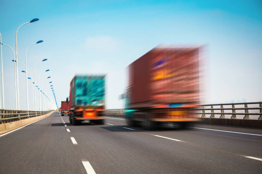 LKW, Autobahn, http://www.shutterstock.com/de/pic-138447236/stock-photo-container-truck-on-the-cross-sea-bridge-in-shanghai.html , © (www.shutterstock.com) (05.07.2014)