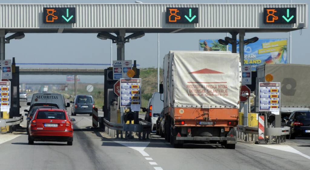 Maut, Mautstelle, Autobahn, Gebühren, bibiphoto / Shutterstock.com, http://www.shutterstock.com/de/pic-149582471/stock-photo-jam.html , <a href=http://www.shutterstock.com/gallery-1473083p1.html?cr=00&pl=edit-00>bibiphoto</a> / <a href=http://www.shutterstock.com/?cr=00&pl=edit-00>Shutterstock.com</a>, , © (www.shutterstock.com) (05.07.2014)