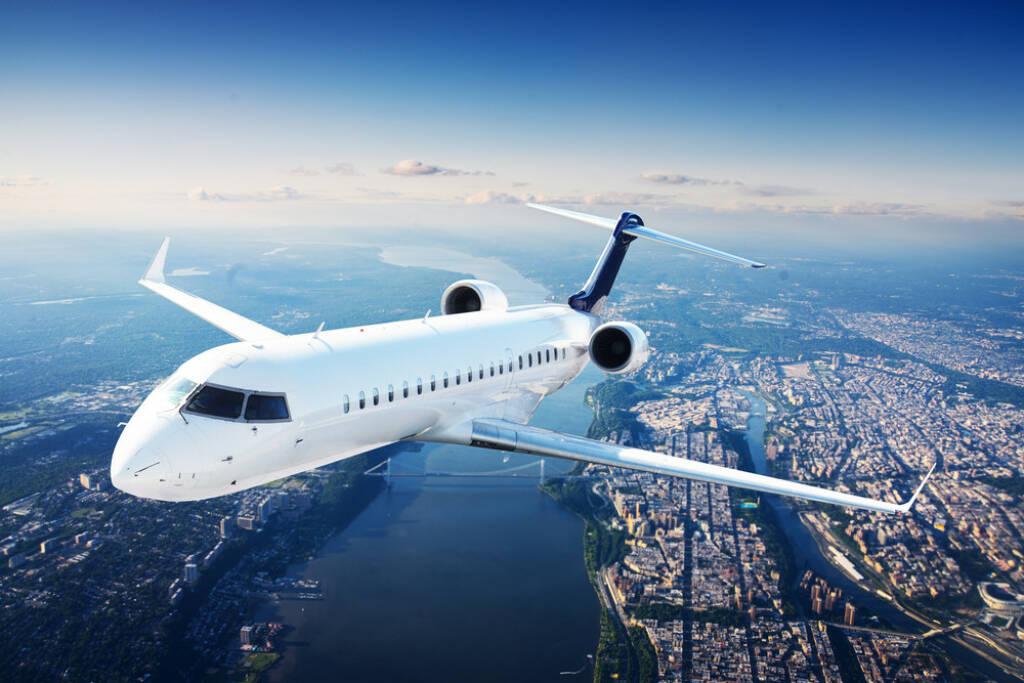 Flugzeug, Abflug, Luftfahrt, http://www.shutterstock.com/de/pic-178012379/stock-photo-private-jet-plane-in-the-blue-sky.html (05.07.2014)
