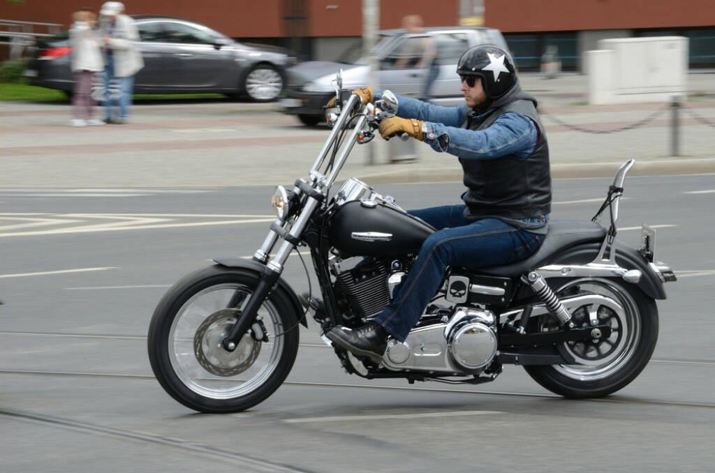 Motorradfahrer, Motorrad, <a href=http://www.shutterstock.com/gallery-232252p1.html?cr=00&pl=edit-00>BartlomiejMagierowski</a> / <a href=http://www.shutterstock.com/?cr=00&pl=edit-00>Shutterstock.com</a>, BartlomiejMagierowski / Shutterstock.com, © (www.shutterstock.com) (05.07.2014)