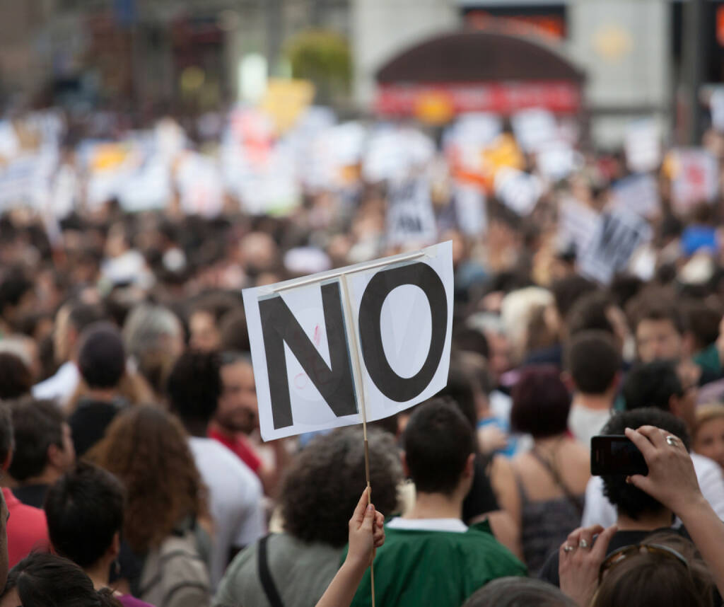 Streik, Protest, Nein, unzufrieden, dagegen, http://www.shutterstock.com/de/pic-125763227/stock-photo-a-general-image-of-unidentified-people-protesting.html , © (www.shutterstock.com) (06.07.2014)