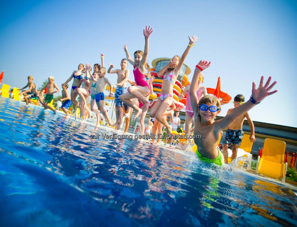 Sommer, Sonne, Sonnentherme Lutzmannsburg - Sonnentherme startet Sommerprogramm, Baden, Schwimmen, Schwimmbecken, Kinder, Wasser (Bild: Andi Bruckner/Sonnentherme), © Aussender (07.07.2014)