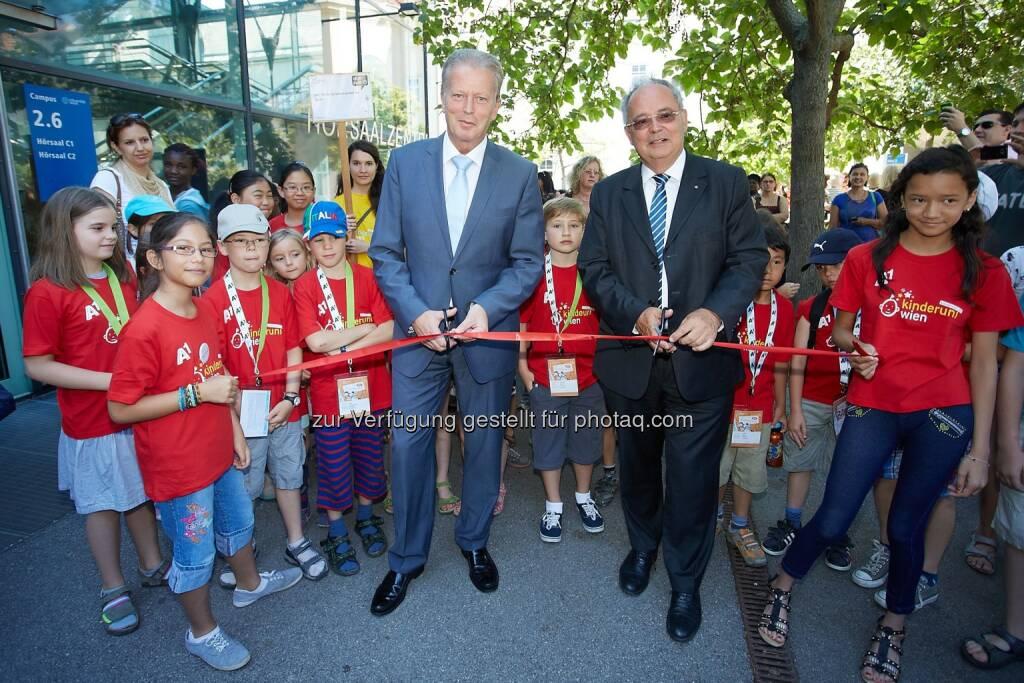 KinderuniWien 2014 eröffnet! BM Reinhold Mitterlehner und Rektor der Universität Wien Heinz W. Engl, © Aussendung (07.07.2014)
