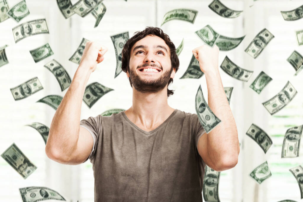 Geldreden, Geld, Erfolg, Freude, Umsatz, Einkommen, income, http://www.shutterstock.com/de/pic-148789697/stock-photo-portrait-of-a-very-happy-young-man-in-a-rain-of-money.html  (07.07.2014)