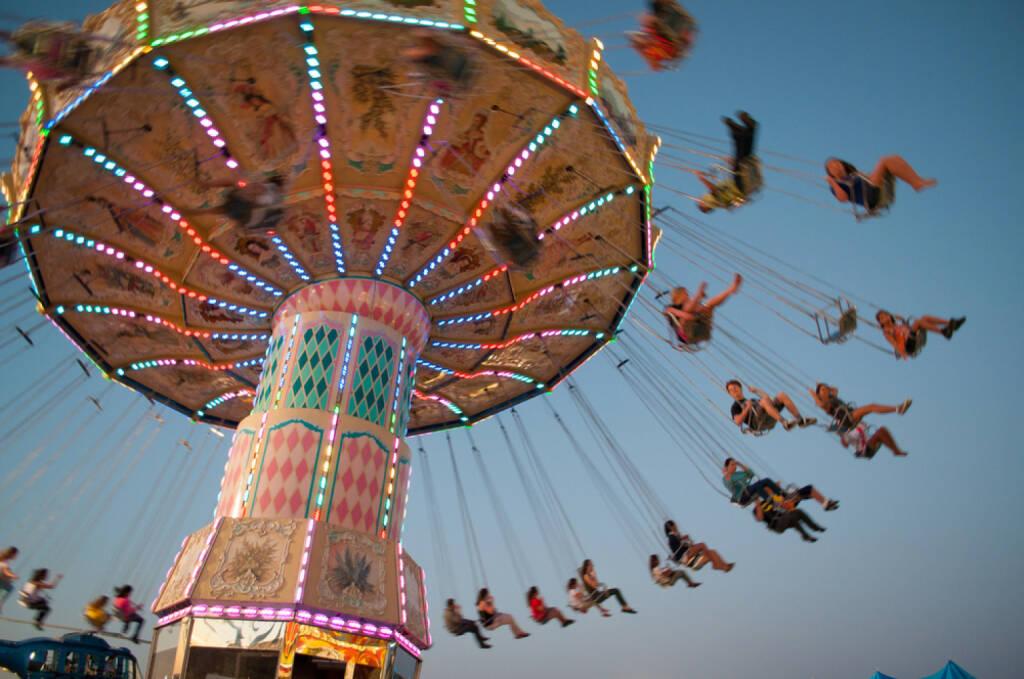 Schwung, Aufschwung, Fahrt, fliegen, http://www.shutterstock.com/de/pic-150530525/stock-photo-swing-ride-at-fair.html  (07.07.2014)