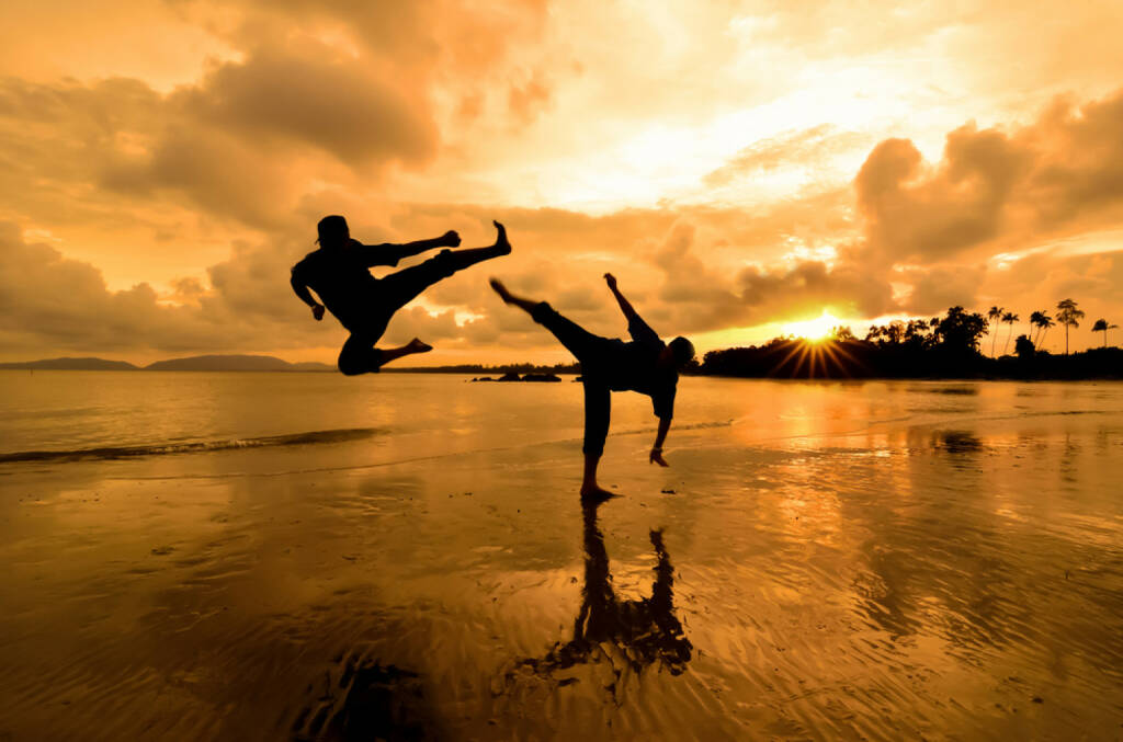 Zweikampf, Wettkampf, Kung Fu, Kickboxen, http://www.shutterstock.com/de/pic-134226827/stock-photo-fighting-an-enemy-near-the-beach-when-the-sun-goes-down.html , © www.shutterstock.com (08.07.2014)