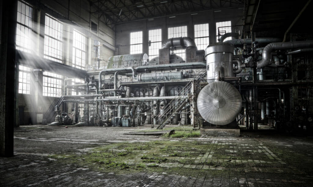 Industrie, Industrieanlage, Kessel, Turbine, alt, verwittert, verlassen, http://www.shutterstock.com/de/pic-68879233/stock-photo-overview-of-an-old-machine-room-at-an-abandoned-energy-plant-good-days-are-over.html , © www.shutterstock.com (08.07.2014)