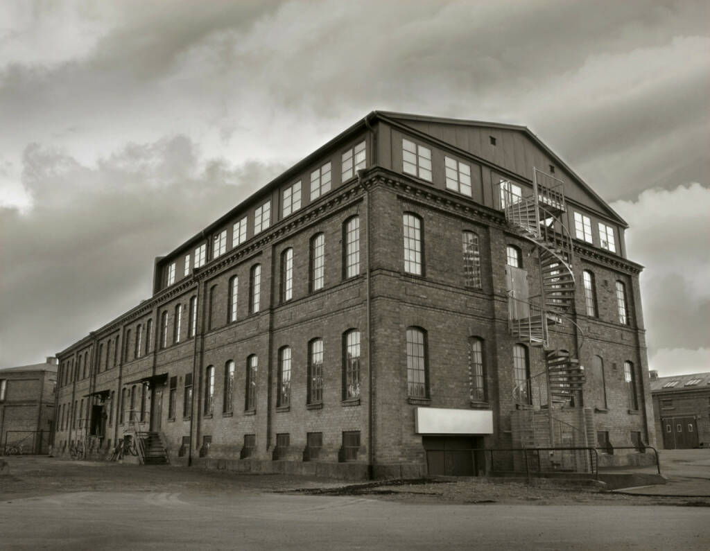 Industrie, Industrieanlage, Gebäude, Fabrik, verlassen, alt, http://www.shutterstock.com/de/pic-90089551/stock-photo-abandoned-factory-building-in-sepia-tone-symbol-for-economic-depressions.html , © www.shutterstock.com (08.07.2014)