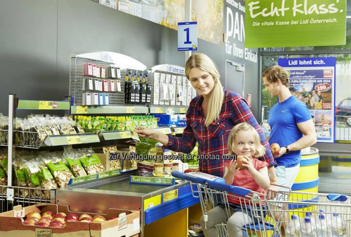 """Ab sofort wird österreichweit in allen Filialen die Hauptkasse zur """"vitalen Kasse"""", die eine bewusste Alternative zu süßen Snacks bietet. Lidl Österreich setzt damit nach der signifikanten Steigerung des """"Österreichanteils"""" bei Lebensmitteln einen weiteren lang gehegten Kundenwunsch um."""