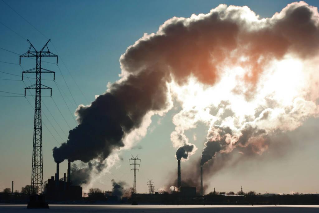 Industrie, Fabrik, Rauch, Emission, Schadstoff, Abgase, http://www.shutterstock.com/de/pic-57935716/stock-photo-plant-with-smoke.html , © www.shutterstock.com (08.07.2014)