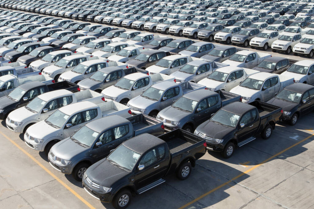 Autos, Industrie, Autoindustrie, Fahrzeug, http://www.shutterstock.com/de/pic-180362426/stock-photo-motor-vehicles-in-storage-yard.html  (09.07.2014)