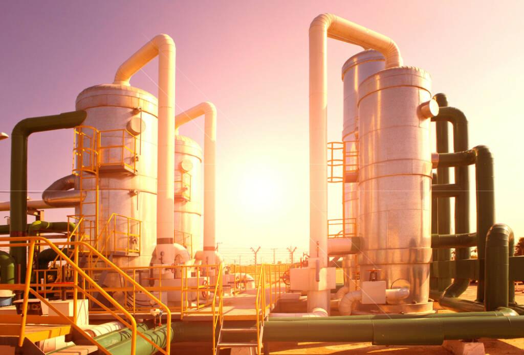 Gas, Öl, Tank, Industrie, Rohstoff, http://www.shutterstock.com/de/pic-171534869/stock-photo-oil-and-gas-processing-plant.html , © www.shutterstock.com (09.07.2014)