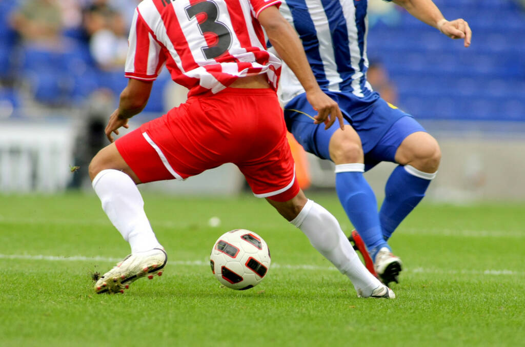 Fussball, Wettkampf, Zweikampf, Ball, http://www.shutterstock.com/de/pic-61347604/stock-photo-soccer-player-legs-in-action.html , © www.shutterstock.com (09.07.2014)