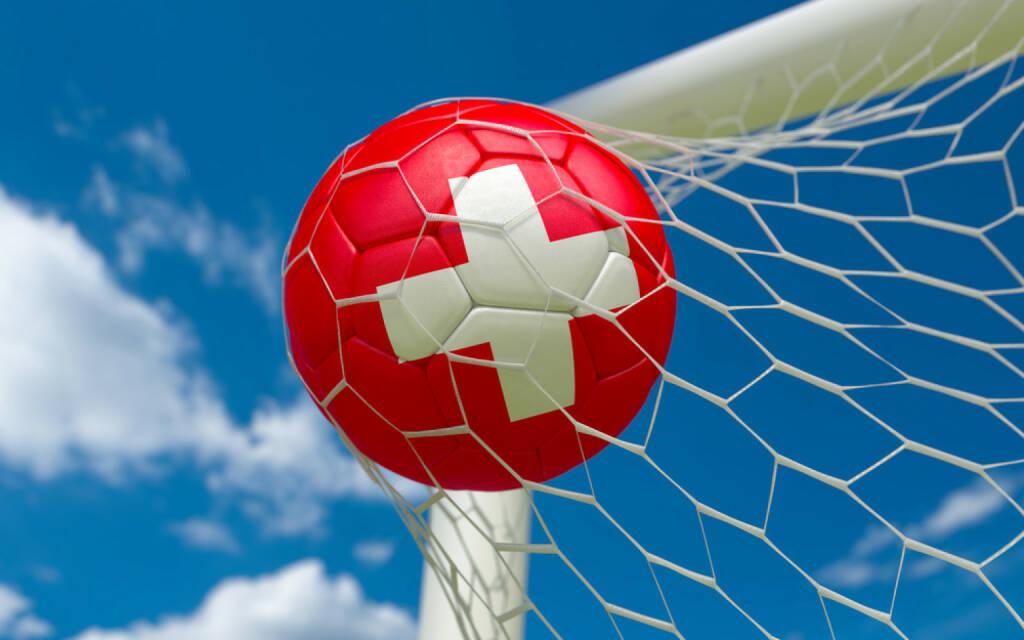 Torschuss, Tor, Fussball, Schweiz goal, Wettkampf, http://www.shutterstock.com/de/pic-174327731/stock-photo-switzerland-flag-and-soccer-ball-football-in-goal-net.html, © www.shutterstock.com (09.07.2014)