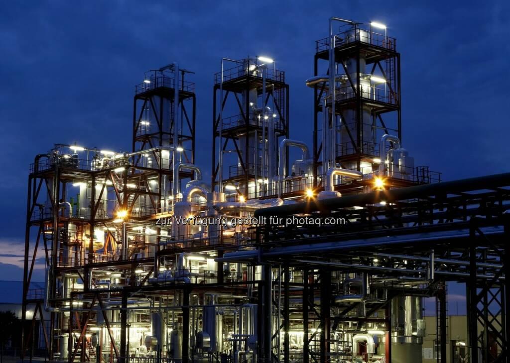 Bioethanolanlage bei Nacht, Agrana (Bild: Hungrana) (10.07.2014)