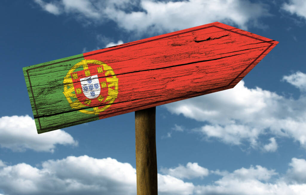 Portugal, Wegweiser, Flagge, http://www.shutterstock.com/de/pic-165476036/stock-photo-portugal-flag-wooden-sign-with-a-beautiful-sky-on-background-europe.html (Bild: shutterstock.com) (10.07.2014)