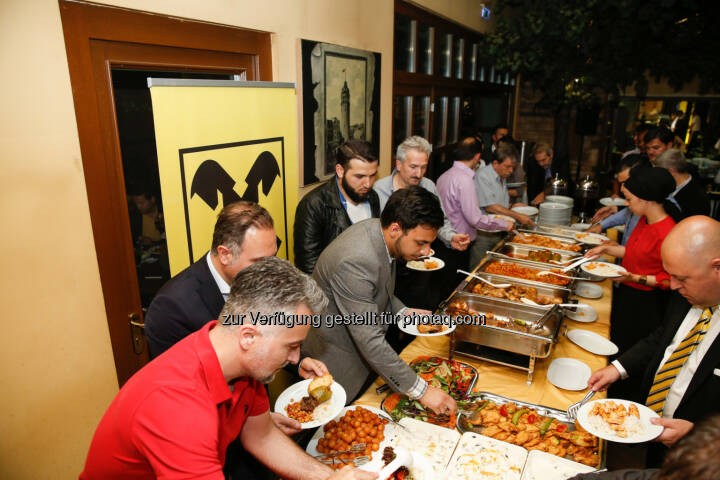 Im türkischen resaturant Kent in Wien Favoriten lud Raiffeisen in Wien Kunden zum Fastenbrechen nach Sonnenuntergang im islamischen Fastenmonat Ramadan