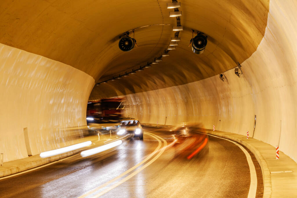 Tunnel, Autobahn, Auto, Fahrzeug, Tunnelblick, Straße, http://www.shutterstock.com/de/pic-193494665/stock-photo-tunnel-with-lights-and-moving-cars.html? , © (www.shutterstock.com) (11.07.2014)