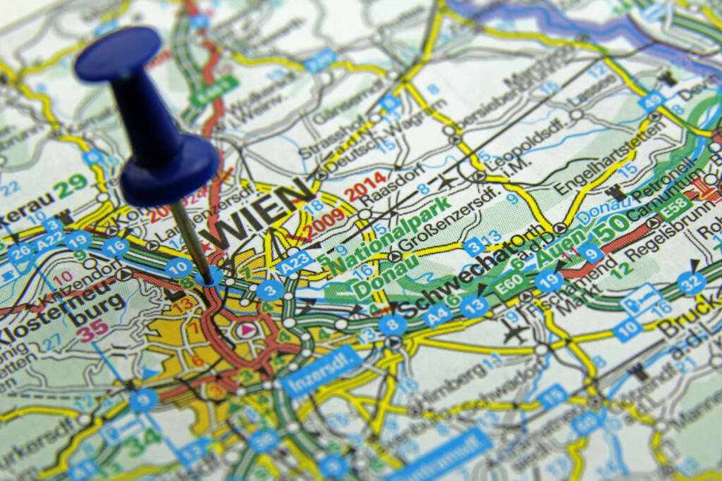 Straßenkarte, Wien, Karte, Orientierung, Plan, Straße, vorwärts, http://www.shutterstock.com/de/pic-125466146/stock-photo-push-pin-pointing-at-vienna-austria.html , © (www.shutterstock.com) (11.07.2014)