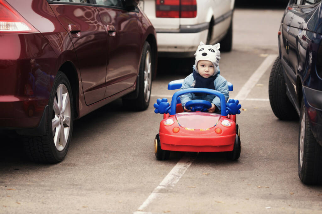 Parkplatz, parken, Kind, Bub, Wolf, Auto, Cabrio, http://www.shutterstock.com/de/pic-167732021/stock-photo-cute-little-boy-on-parking.html , © (www.shutterstock.com) (11.07.2014)