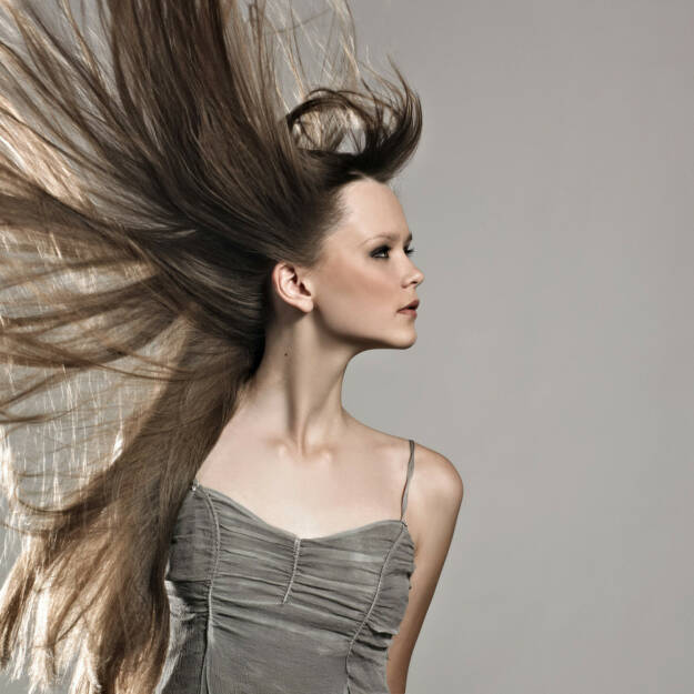 Gegenwind, Wind, Haare, stürmisch, turbulent, http://www.shutterstock.com/de/pic-81639385/stock-photo-photo-of-beautiful-woman-with-magnificent-hair.html , © (www.shutterstock.com) (11.07.2014)