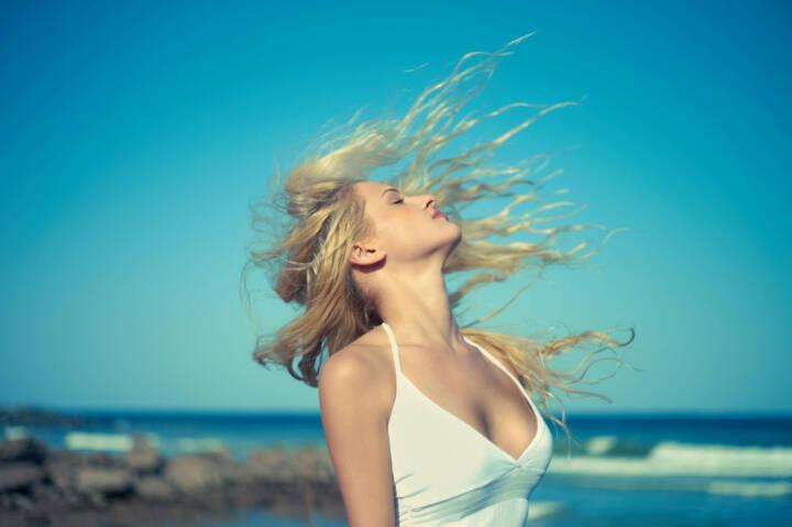 Rückenwind, Wind, Sonne, Meer, Strand, Genuss, http://www.shutterstock.com/de/pic-95597740/stock-photo-photo-of-beautiful-young-blonde-at-blue-sea.html