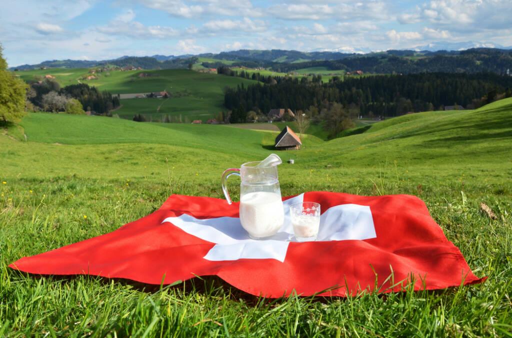 Schweiz, Frühstück, Milch, Fahne, Flagge, Alm, http://www.shutterstock.com/de/pic-188405348/stock-photo-jug-of-milk-on-the-swiss-flag-emmental-switzerland.html , © www.shutterstock.com (12.07.2014)